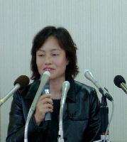 04/03/17 福岡県弁護士会館で記者会見に臨む出田さん