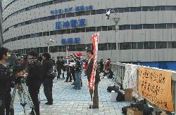 大阪駅前 歩道橋での宣伝
